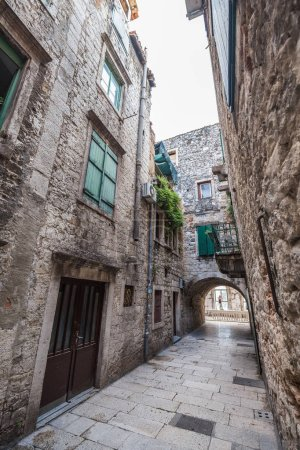 Photo pour 06 MAI 2019. Split, Croatie. Rue étroite de Split, Croatie - image libre de droit