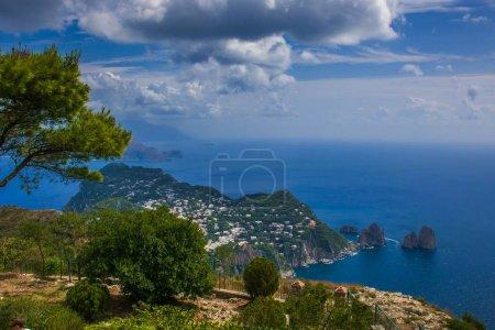 Photo pour Terrasse panoramique au sommet du Monte Solaro, île de Capri, Italie - image libre de droit