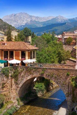 Rivière Deva Quiviesa un village de Cantabria en Espagne de potes