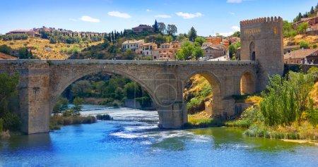 Photo pour Tage à Tolède ville pont d'Espagne en Castille La Mancha - image libre de droit