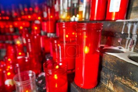 Foto de Velas católicas de oraciones símbolo cristiano - Imagen libre de derechos