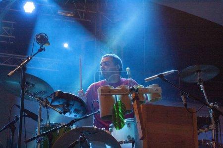 Photo pour Faro (Portugal): 2 septembre 2018 - artiste de musique, Manel Cruz, effectue sur Festival F, une grande fête sur la ville de Faro, Portugal. - image libre de droit
