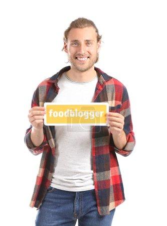 Photo pour Papier de fixation d'homme avec le blogger alimentaire de texte sur le fond blanc - image libre de droit