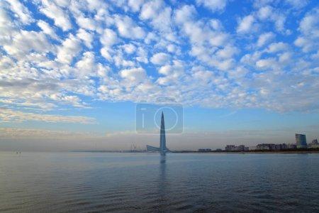 Photo pour Nuage d'altocumulus au-dessus de la mer Baltique le soir . - image libre de droit