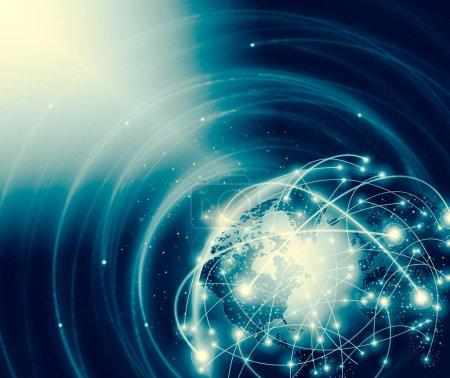 Photo pour Meilleur concept Internet. Globe, lignes lumineuses sur fond technologique. Électronique, Wi-Fi, rayons, symboles Internet, télévision, communications mobiles et par satellite. Technologie Illustration 3D - image libre de droit