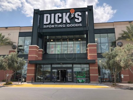 Photo pour Dicks Sporting Goods Sporting  is a sporting goods chain with equipment, apparel & footwear for athletics, outdoor recreation & fitness through out the United States - image libre de droit