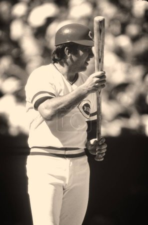 Johnny Bench Hall of Fame Catcher for the Cincinnati Reds at bat during a regular season game. Johnny Bench former baseball catcher who played in the Major Leagues for the Cincinnati Reds from 1967 to 1983.