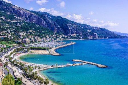 Photo pour Vue panoramique de Menton sur la Côte d'Azur . - image libre de droit
