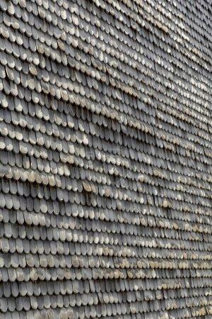 Photo pour Vieux bardeaux de toit en bois comme toile de fond harmonique - image libre de droit