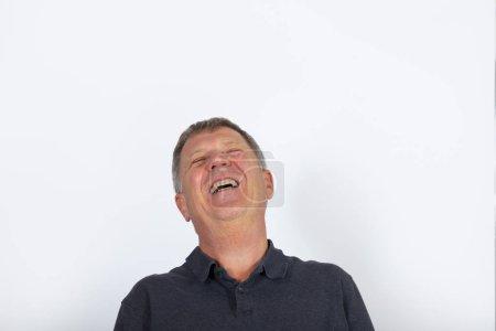 Photo pour Portrait d'un homme mature séduisante, isolé sur blanc - image libre de droit