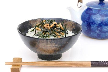 Photo pour Ochazuke - cuisine japonaise, Ochazuke avec nori et snack - image libre de droit