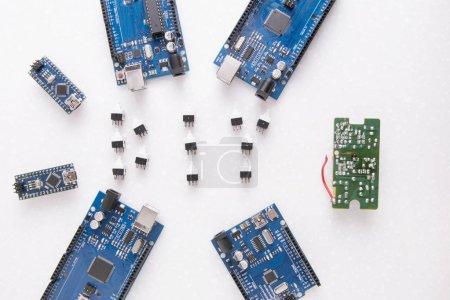 Photo pour Six planches pour la robotique, l'impression 3D ou les développements et inventions. Tableaux d'apprentissage en Fablab - Nano, Uno et Mega - image libre de droit