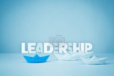 Photo pour Concept de leadership. Premier navire représentant les thèmes du leadership, du succès et de la motivation . - image libre de droit