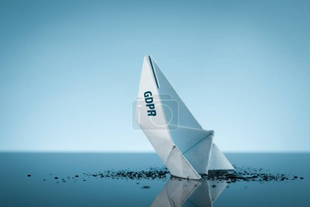 Photo pour Négatifs du concept de RGPD - Le RGPD est comme un navire qui coule pour les entreprises . - image libre de droit