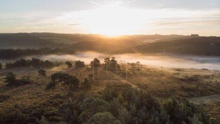 Foto de Imagen de paisaje hermoso amanecer de vista aérea del abejón de la escena del bosque otoño otoño - Imagen libre de derechos