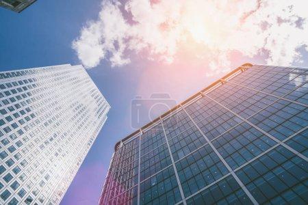 Photo pour Immeuble moderne de gratte-ciel dans la ville de Londres - image libre de droit