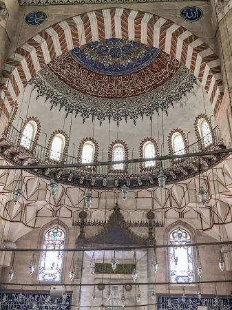 Photo pour Edirne, Turquie - 21 juin 2017 : Détail des ornements intérieurs de la mosquée Selimiye à Edirne. La mosquée est construite par le célèbre architecte ottoman Mimar Sinan . - image libre de droit