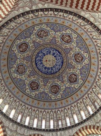 Photo pour Détail des ornements intérieurs de la mosquée Selimiye à Edirne. La mosquée est construite par le célèbre architecte ottoman Mimar Sinan . - image libre de droit