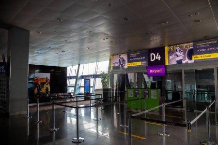 Borispol, Ukraine - 23. Juni 2020: Der internationale Flughafen Boryspil. Empfang. Leeres Flughafengebäude wegen Coronavirus-Epidemie.