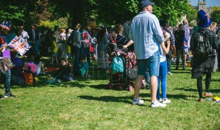 Foto de Windsor, Reino Unido - 19 de mayo de 2018: Familias partido, picnique en largo camino jardines para la celebración de matrimonio de boda real de príncipe Harry, duque de Sussex y la duquesa de Sussex Meghan Markle - Imagen libre de derechos