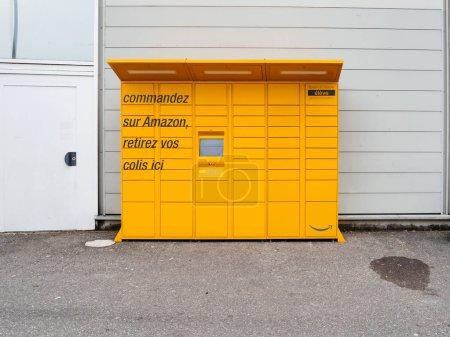 Amazon Locker parcel vending delivery machine