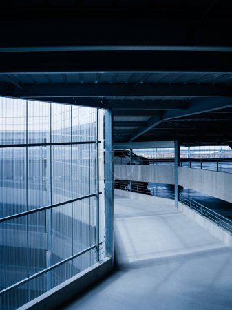Flughafenparkplatz mit Spiralweg - blau