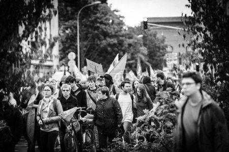 Photo pour Strasbourg, France - 12 septembre, 2017: mars politique lors d'une journée en Français à l'échelle nationale de protestation contre la réforme du travail proposée par Emmanuel Macron gouvernement - image libre de droit