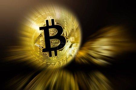 Photo pour Pièce de Bitcoin d'or et monticule d'or Bitcoin concept d'entreprise crypto-monnaie - image libre de droit