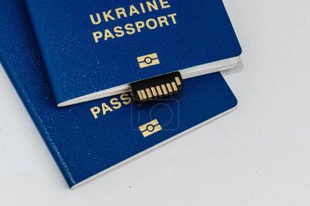 Photo pour Carte de crédit avec passeport sur fond bleu - image libre de droit