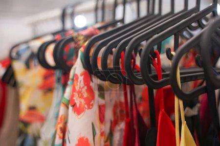 Photo pour Vêtements à la mode accrochés à des cintres dans le magasin. Personne. . - image libre de droit