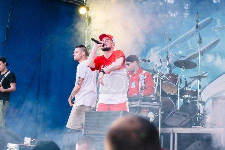 Photo pour Concert de l'ukrainienne rap artiste Yarmak 27 mai 2018 au festival de Tcherkassy, en Ukraine. - image libre de droit