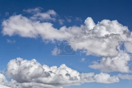 Photo pour Ciel avec nuages, ciel bleu et nuages. Contexte - image libre de droit