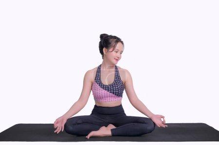 Photo pour Jeune femme pratiquant le yoga Pour renforcer la forme de la force de méditation dans le fond whtie - image libre de droit