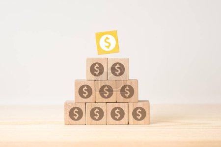 Photo pour Concept d'affaires et de design - cube en bois flottant géométrique abstrait surréaliste avec concept de croissance économique sur plancher de bois et fond blanc - image libre de droit
