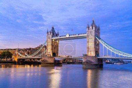 Photo pour London Tower Bridge à Londres Au Royaume-Uni. - image libre de droit