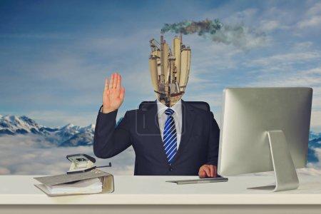 Photo pour Image symbolique d'un collègue apathique et de la mauvaise ambiance de travail au bureau - image libre de droit