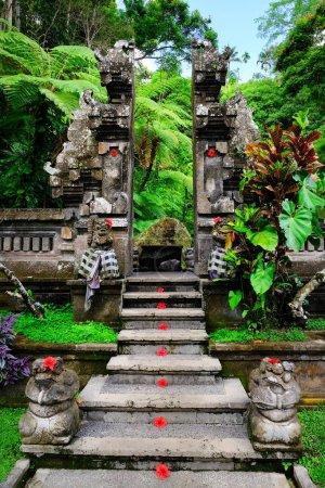 Photo pour Sculpture traditionnelle balinaise en pierre art et culture à Bali, Indonésie - image libre de droit