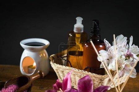 Photo pour Concept de l'aromathérapie. Bougies, remède organique pour relaxation. - image libre de droit