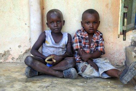 Photo pour Ukunda, Kenya - 12 janvier 2017: Enfants africains de Ukunda, Kenya. Afrique - image libre de droit