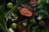 """Постер, картина, фотообои """"Свежие здоровые продукты состав овощи, зелень и фрукты с сырой стейк из лосося и грецких орехов с хлебом"""""""