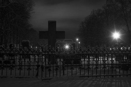 Foto de View of cemetery at winter season - Imagen libre de derechos
