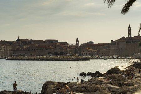Foto de View of ancient stoned architecture on sunset background - Imagen libre de derechos