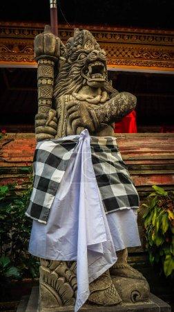 Photo pour Bali, Indonésie - 20 novembre 2019 : Une belle vue sur Tirta Empul, le temple de la Source Sainte. - image libre de droit
