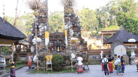 Photo pour Bali, Indonésie - 29 octobre 2019 : Une belle vue sur Tirta Empul, le temple de l'eau de la source sainte. - image libre de droit