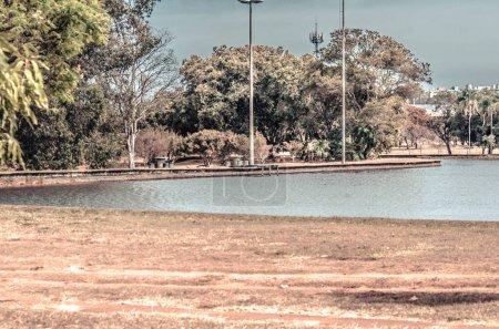 Foto de Gente haciendo deporte y descansando en el parque de la ciudad, Brasil - Imagen libre de derechos
