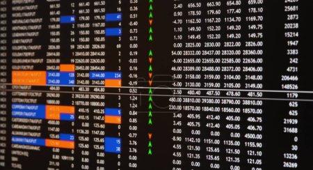 Photo pour Le marché boursier ou le graphique de trading forex et le graphique pour le concept d'investissement financier de technologie sur l'écran de moniteur. Tendances économiques contexte pour idée d'entreprise . - image libre de droit