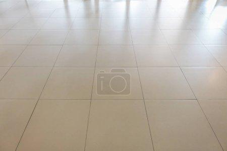 Foto de Azulejos rectangulares blancos textura patrón de la superficie del suelo. Primer plano de fondo de la decoración diseño de interiores - Imagen libre de derechos
