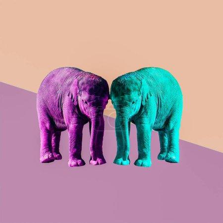 Photo pour Art du collage contemporain minime. Concept d'amitié et l'amour des éléphants - image libre de droit