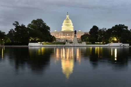 Photo pour Capitole des États-Unis la nuit - image libre de droit