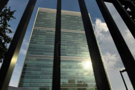 Photo pour New York, Usa - 26 mai 2018: bâtiment des Nations Unies à New York est le siège de l'Organisation des Nations Unies. Assemblée générale des Nations Unies. - image libre de droit